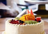 <b>裱花基本技巧---奶油水果装饰蛋糕的做法(鲜奶油打发及抹平)</b>