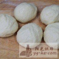 芝麻椰蓉面包的做法图解4