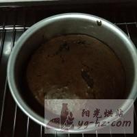 巧克力戚风蛋糕的做法{C}<!-- 图解8 -->