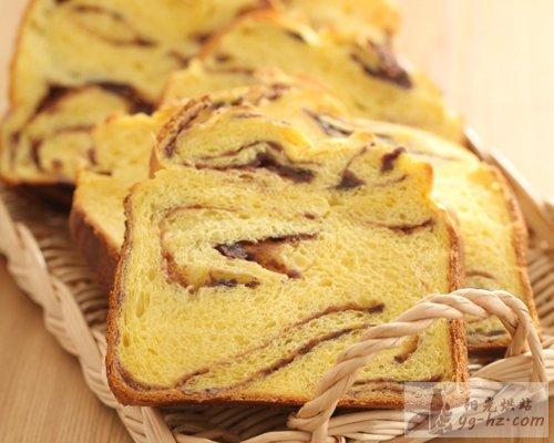 豆沙大面包的做法