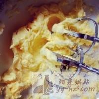 超级松软酥酥的-蛋黄蔓越梅黄油小饼干的做法图解3