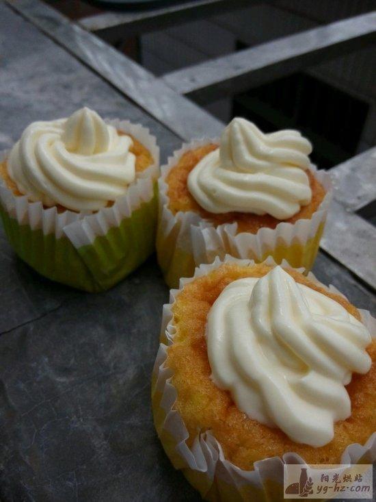 ( ̄. ̄)杯子蛋糕(详哟)的做法