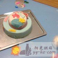 娃周岁的翻糖生日蛋糕的做法图解6
