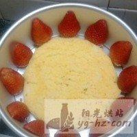 草莓慕斯生日蛋糕的做法图解5