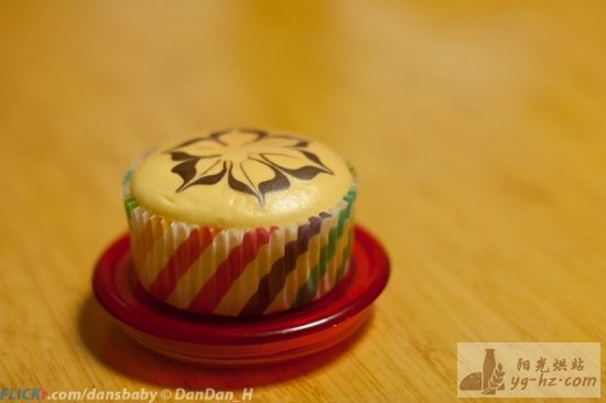 拉花戚风纸杯蛋糕 的做法