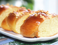 满屋飘香的松仁甜面包