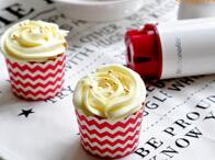 <b>酸奶杯子蛋糕--用美味奶油霜来提升颜值的待客小茶点</b>