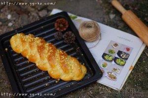 五股麻花辫酥粒面包