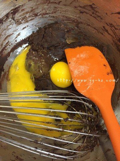 萌萌哒巧克力龙猫戚风的做法 步骤3