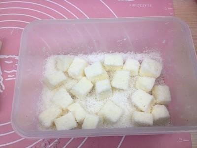 椰丝牛奶小方糕的做法 步骤11