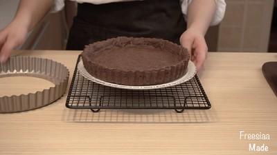 白巧克力树莓塔(视频菜谱)的做法 步骤13