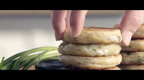 超好吃的秘制葱油饼---《君之烙烤烘焙》视频