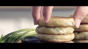 超好吃的秘制葱油饼--