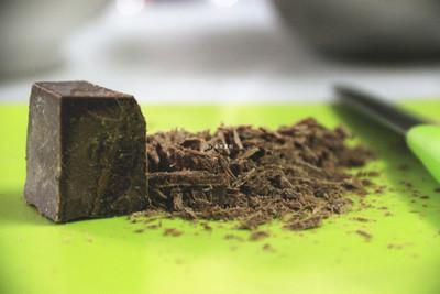 一口巧克力脆皮冰淇淋的做法 步骤3