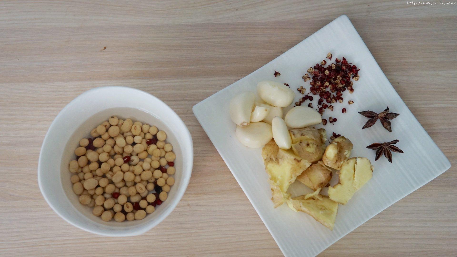 超详细简单的排骨莲藕汤的做法 步骤4