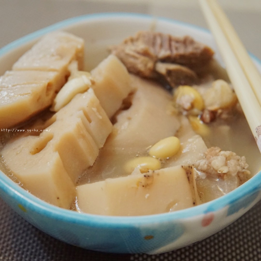 超详细简单的排骨莲藕汤的做法
