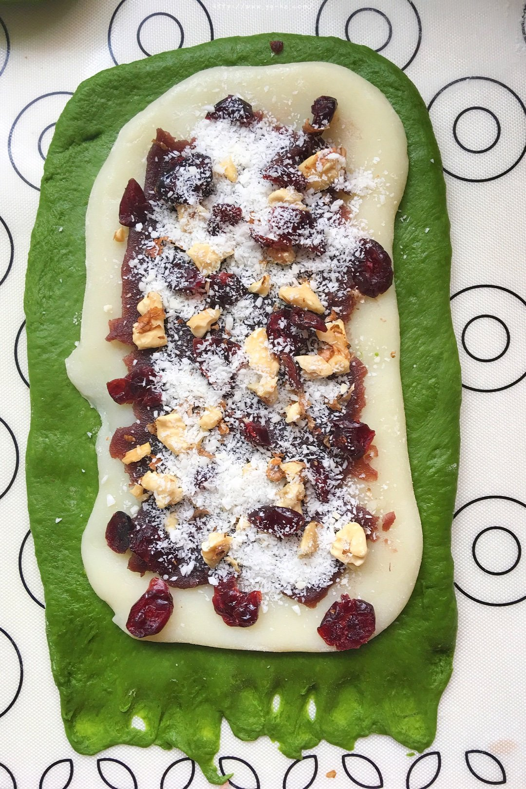 抹茶(可可)椰子油麻薯夹心面包的做法 步骤4