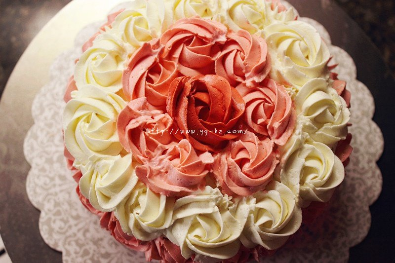 yellow cake蛋糕胚和渐变玫瑰花裱花方法的做法 步骤9