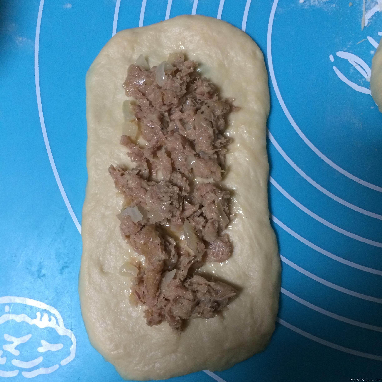 洋葱金枪鱼面包的做法 步骤9