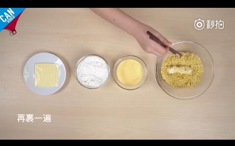 裹上淀粉、蛋奶液、方便面碎