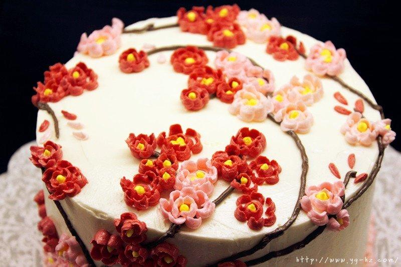裱花好用的瑞士奶油霜Swiss Meringue Buttercream Icing和樱花的裱花方法的做法 步骤5