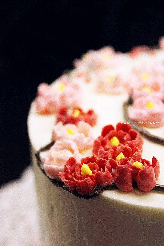 裱花好用的瑞士奶油霜Swiss Meringue Buttercream Icing和樱花的裱花方法的做法 步骤6