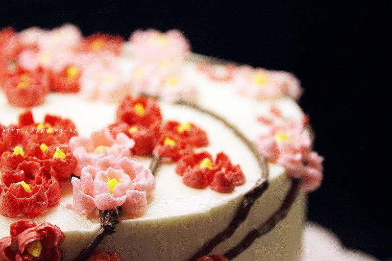 裱花好用的瑞士奶油霜Swiss Meringue Buttercream Icing和樱花的裱花方法的做法 步骤7