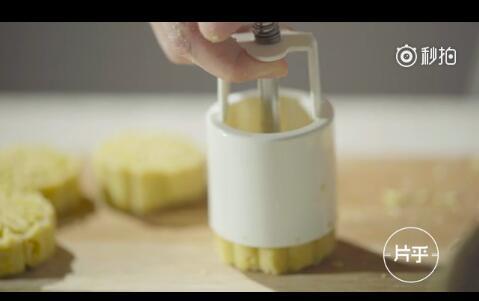 绿豆糕使用模具成型