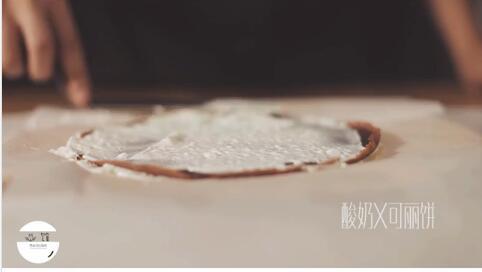 可丽饼和酸奶造型
