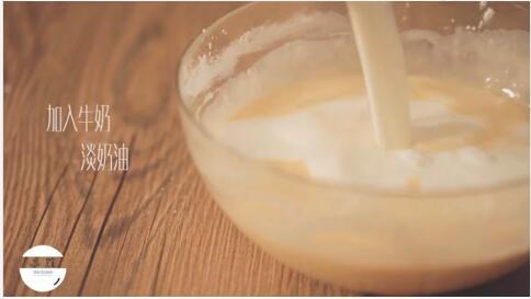 加入牛奶和淡奶油