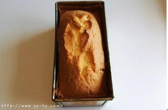 烤好后的黄油蛋糕
