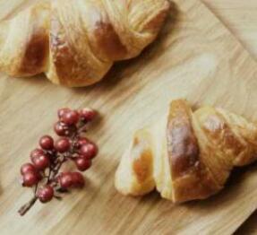 用5分钟的时间,学会法式羊角面包--《君之烘焙日记》视频