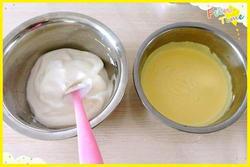 蛋白和蛋黄面糊混合