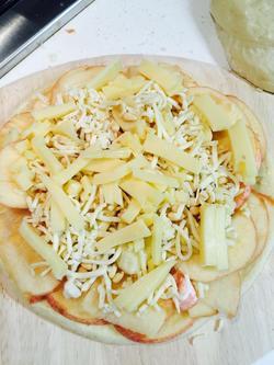 铺上一层马苏里拉奶酪