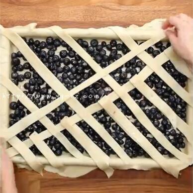 铺蓝莓派上的派皮2