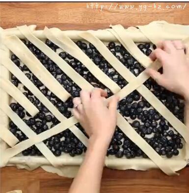 铺蓝莓派上的派皮1