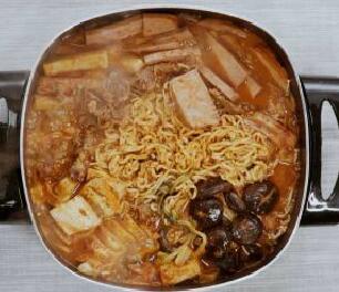 大受欢迎的韩式部队锅,视频版来了~ | 君之料理日记