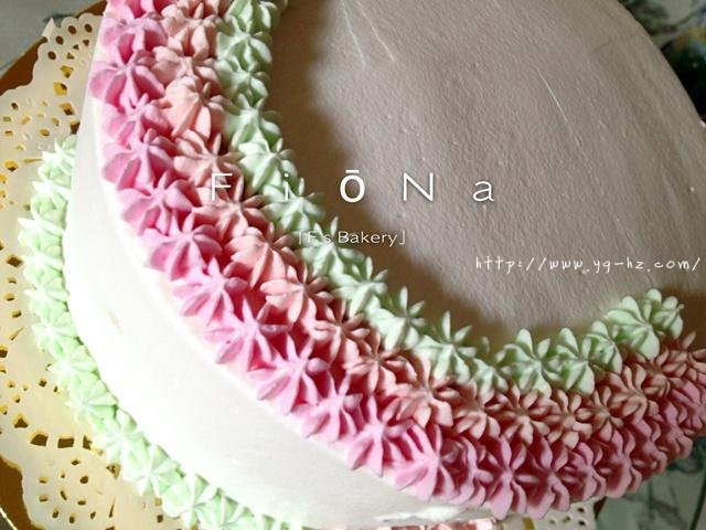详细的裱花教程--彩虹蛋糕的做法 步骤21