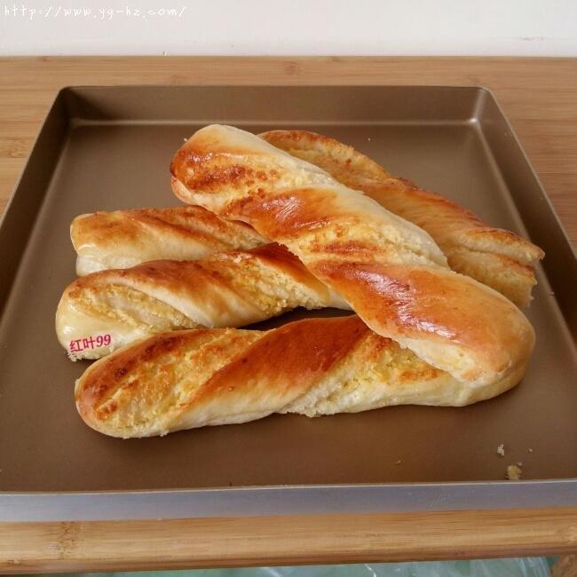 椰蓉奶棒面包的做法