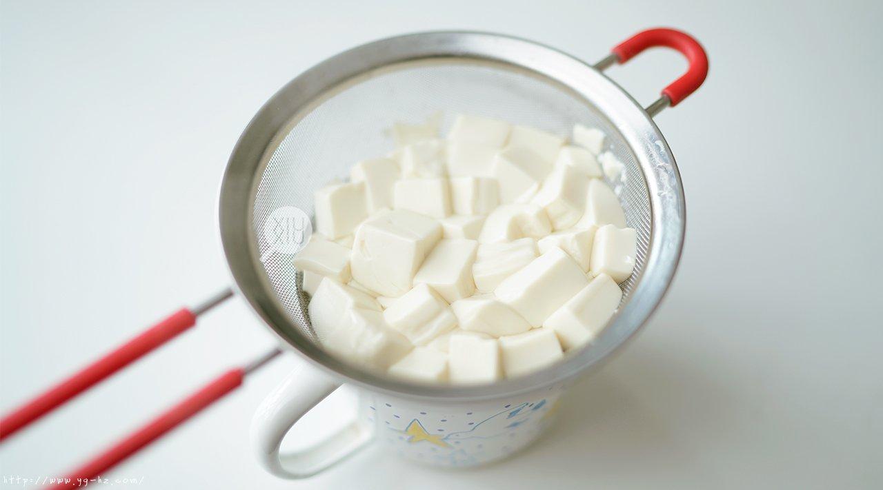 吃不胖的豆腐慕斯,减肥必备!(无糖无奶油)的做法 步骤3
