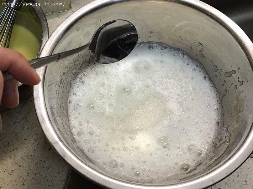 秒杀一切的最柔软细腻豆渣蛋糕的做法 步骤6