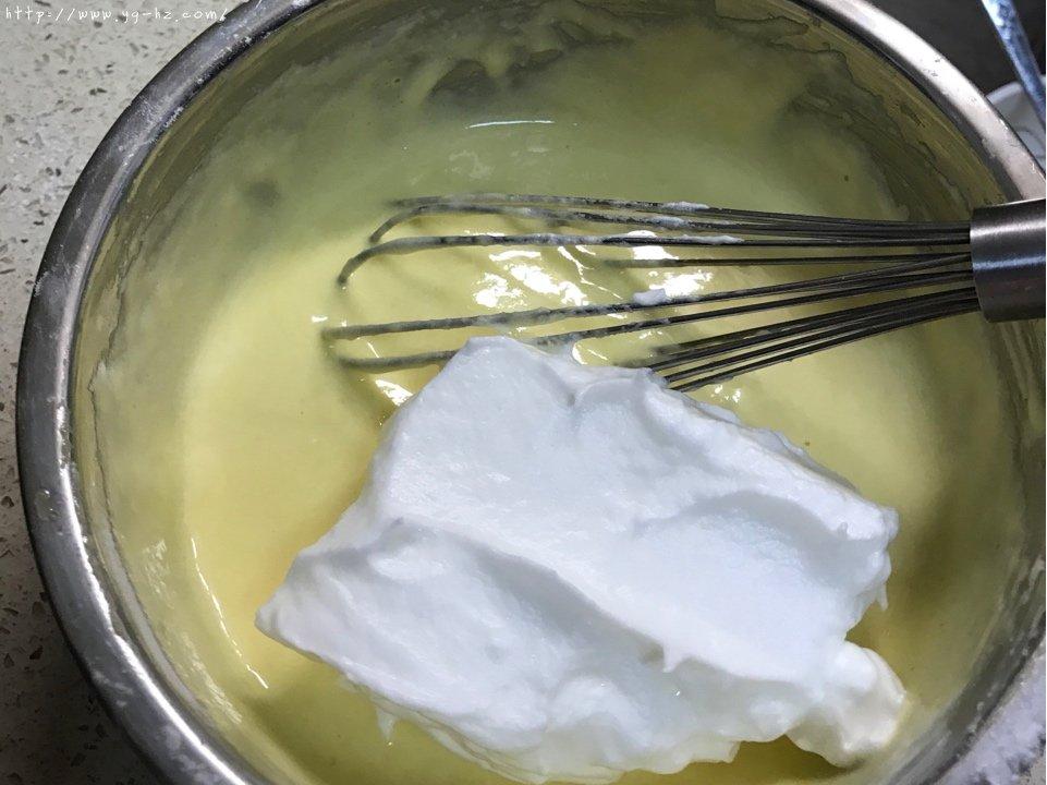 秒杀一切的最柔软细腻豆渣蛋糕的做法 步骤9