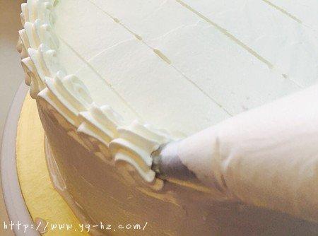 生日蛋糕教程【威化饼干围边】的做法 步骤12