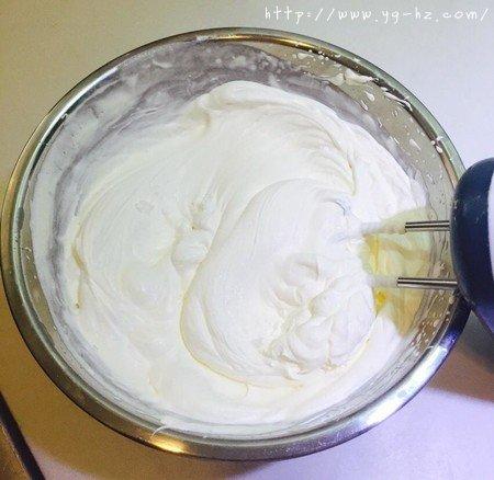 生日蛋糕教程【威化饼干围边】的做法 步骤3
