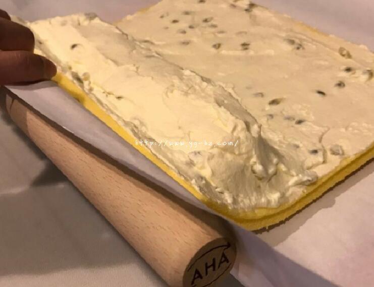 超详细,新手包会丨百香果生乳蛋糕卷的做法 步骤21