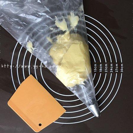 没有黄油也同样做出香酥不腻,花纹立体清晰的曲奇的做法 步骤4