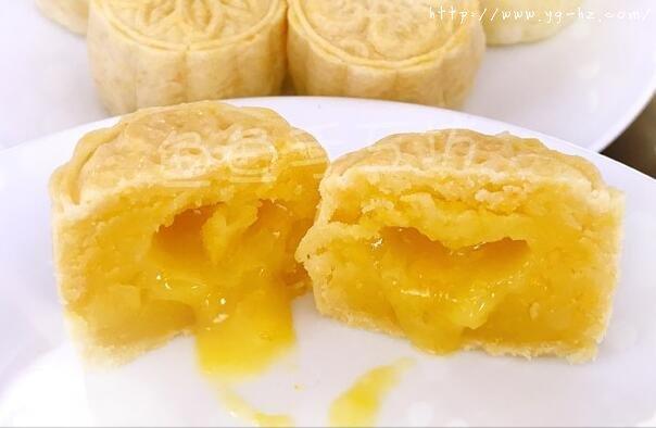 超详细图解版--流心奶黄月饼的做法