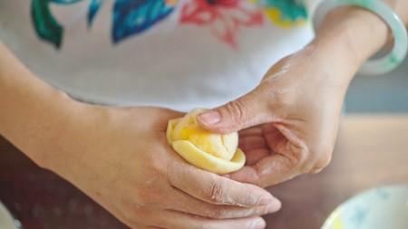 流心奶黄月饼(无吉士粉/转化糖浆版本)【曼食慢语】的做法 步骤18