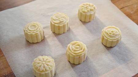 流心奶黄月饼(无吉士粉/转化糖浆版本)【曼食慢语】的做法 步骤19