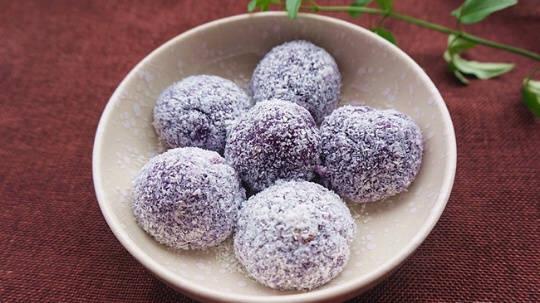 椰香紫薯糯米糍的做法 步骤9
